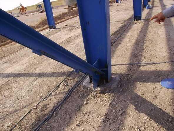 تصویر اتصال مهاربندها به پای ستون
