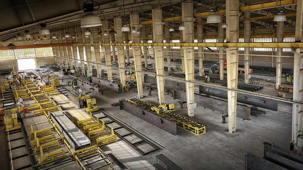 کارخانه های اسلکت فولادی چه نقشی در زنجیره ساخت سوله دارند؟